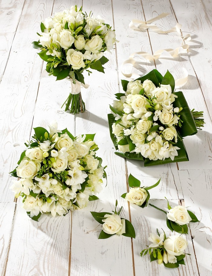 white roses rose color meaning
